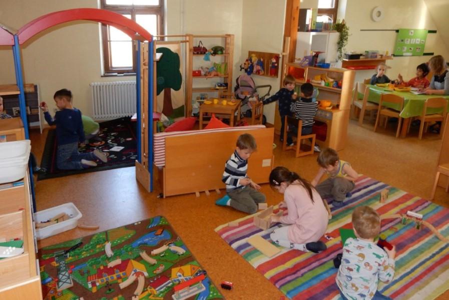 Kinder spielen in der Hoppetosse
