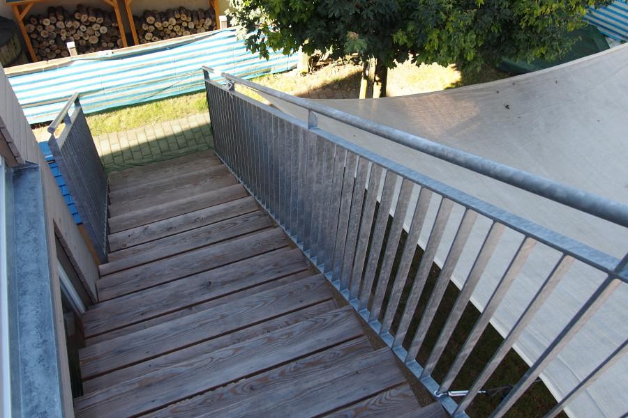 Treppe zum Gartenbereich hin