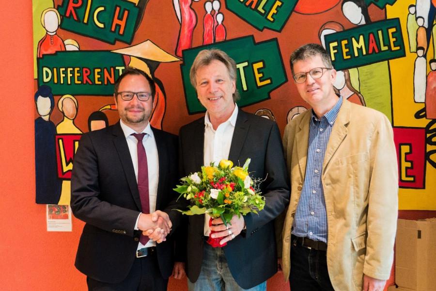 Christian Grams und Reinhard Zedler gratulieren Matthias Ehret